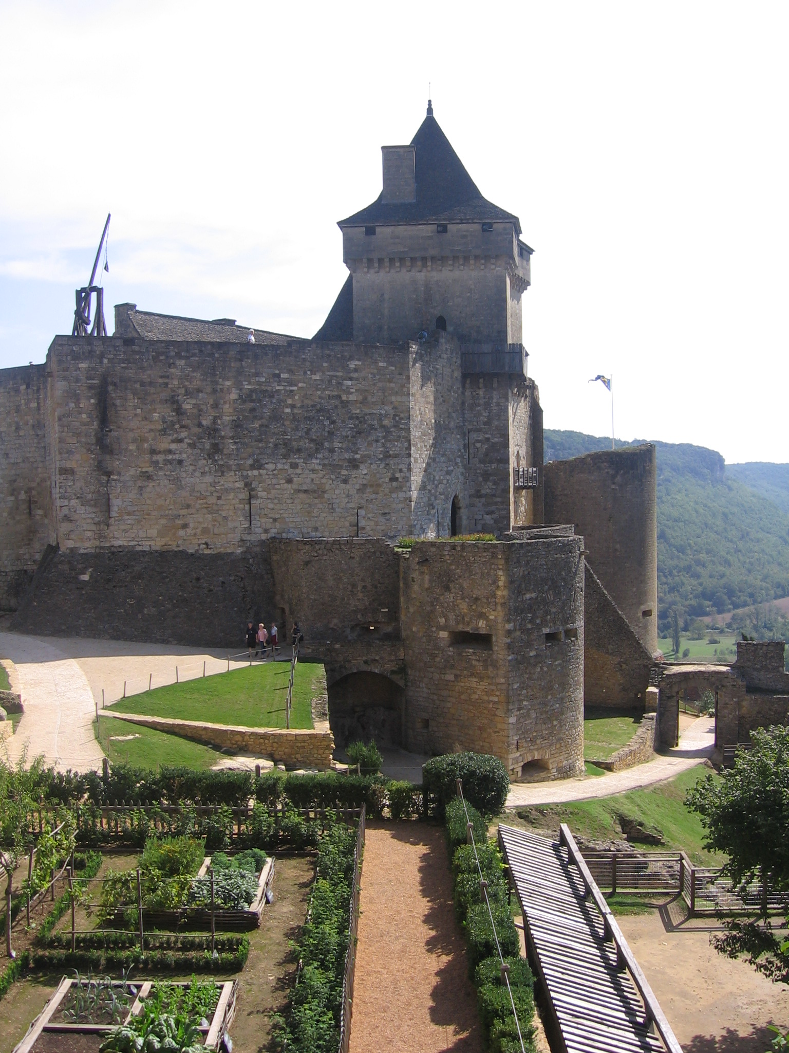 http://www.pics4learning.com/catalog/0/026castelnaud09.jpg